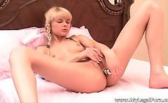 Cute face blond bitch Loly insert sex