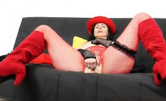 Amateur-mom named Nadezda does a mind blowing solo in red