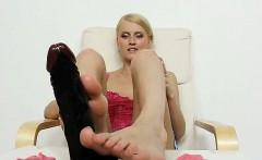 Blonde babe Kasia Linsey foot fetish