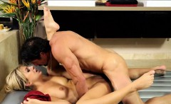 Hot masseuse gives nuru massage and fucked by her client