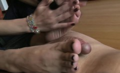 footdom babe gives handy