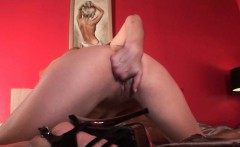 Mature hottie finger fucking her tiny pussy