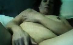 webcam woman rubbing her wet pussy