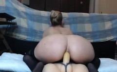 Sexy Babe Fucking Toy on Webcam