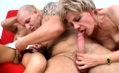 Two old sluts share a cock and give it a thorough sucking between them