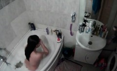 amateur brunette in tub voyeur video