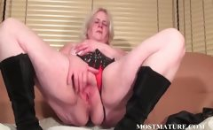 Solo scene with mature rubbing snatch