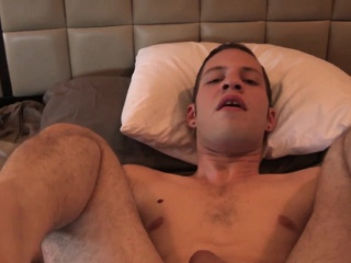 Tattooed hunk pegged before getting footjob