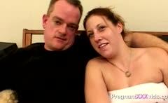 Amateur fucks his pregnant wife