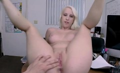 Juicy butt amateur blonde gets fucked