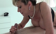 Adulterous british mature lady sonia reveals her large boobs