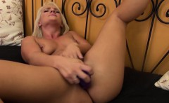 pornstar cali carter fucking her pussy