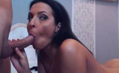 Sexy Babe Gives A Great Blowjob Getting Fucked