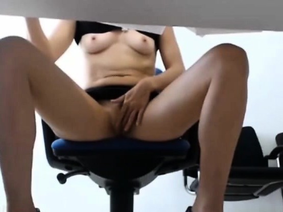 Office Lady Shows U What Really Happens Under Using Wetvibe