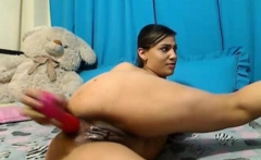 Latin Webcam toying her pussy