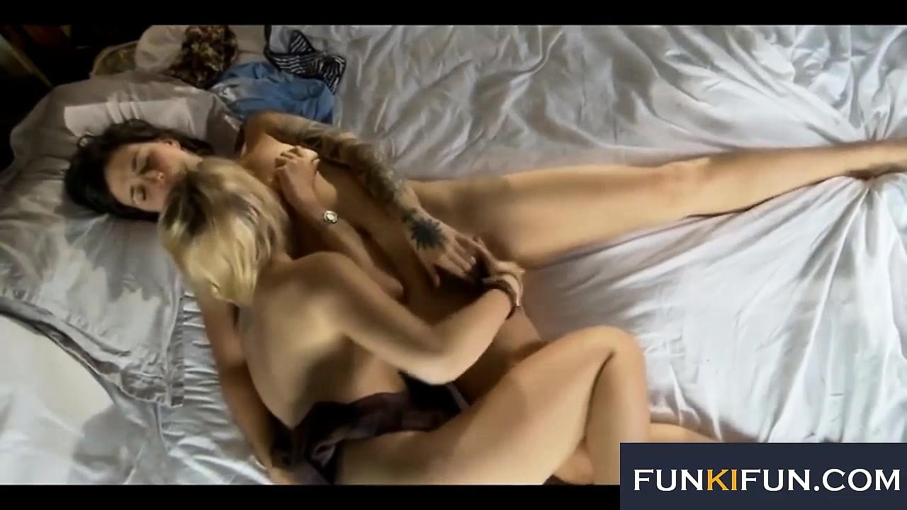 Amateur Teen First Lesbian