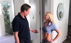 Sensual blonde chick 's tang is drilled well