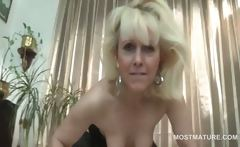 Mature stunner in lingerie shows hot twat and boobs
